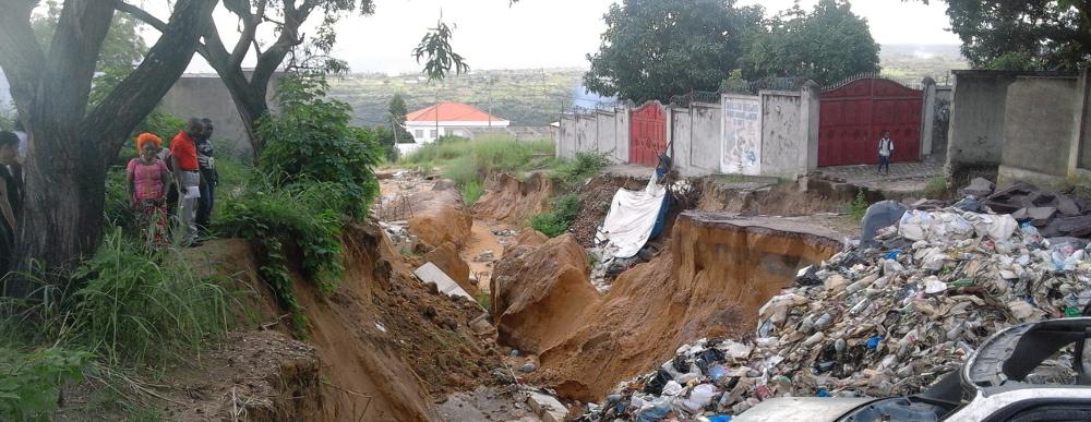 Érosion du sol suite à des inondations à Brazzaville