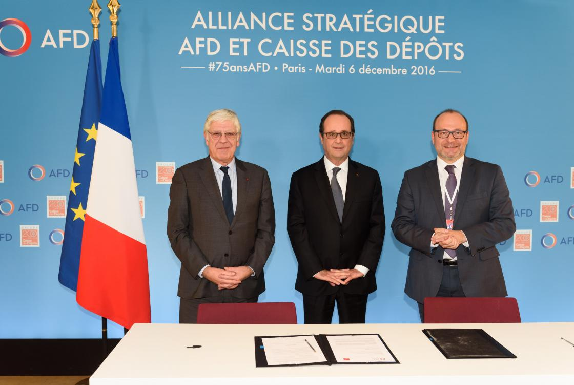 Signature de l'alliance stratégique entre l'AFD et la Caisse des Dépôts, en présence de François Hollande