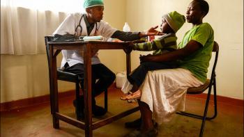 Jour de consultation pour un enfant et sa mère à Nairobi, Kenya