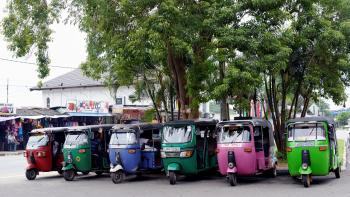 tuk tuk protection sociale Cambodge AFD travailleurs chauffeur