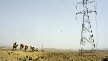 électricité Afrique ligne haute tension caravane