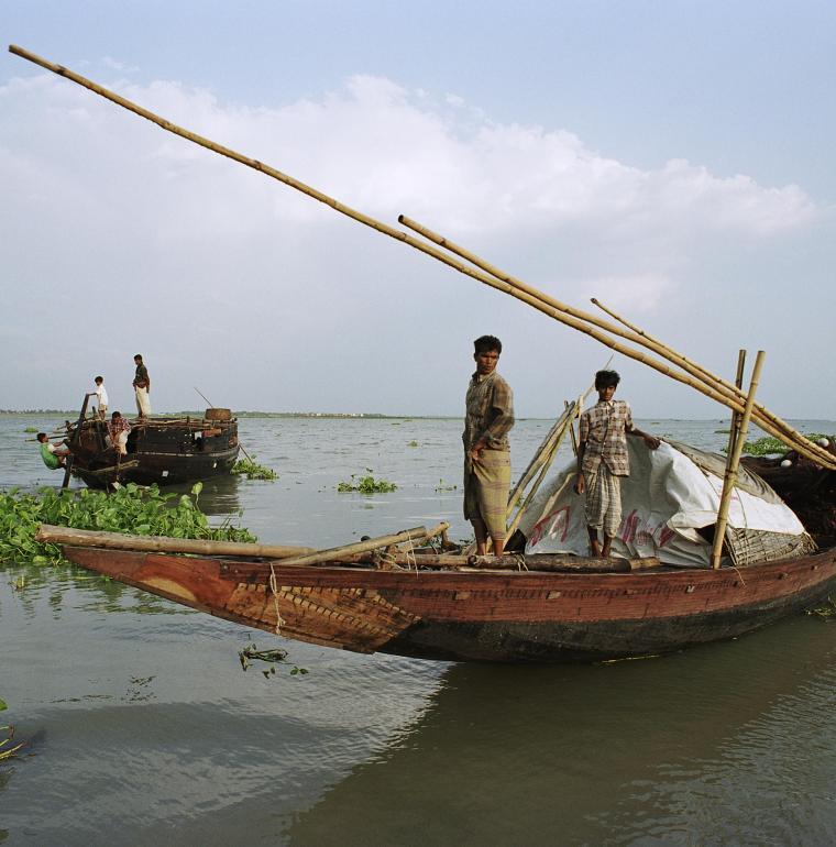 Bangladesh barques fleuve pêche