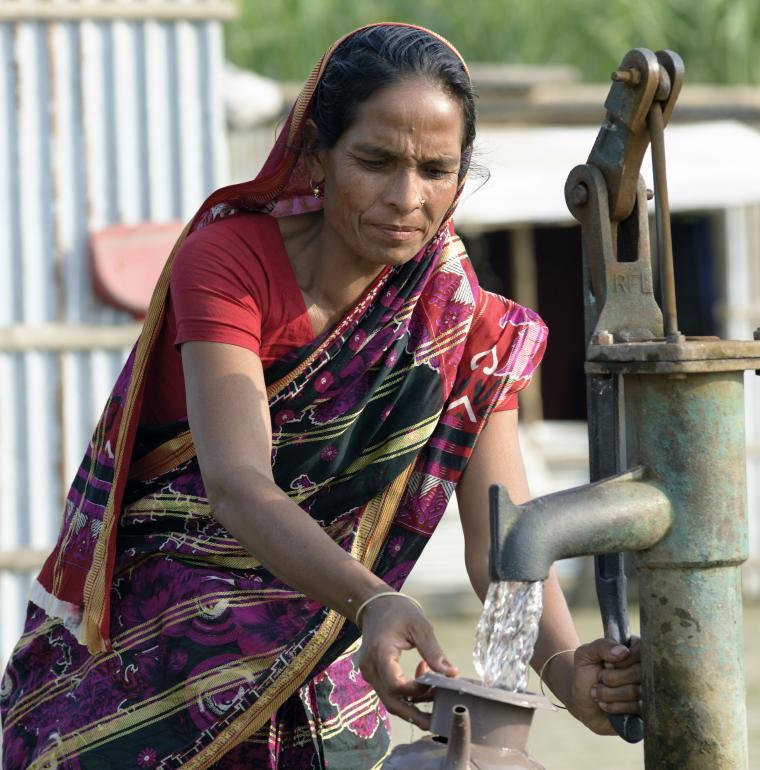 Bangladesh femme eau