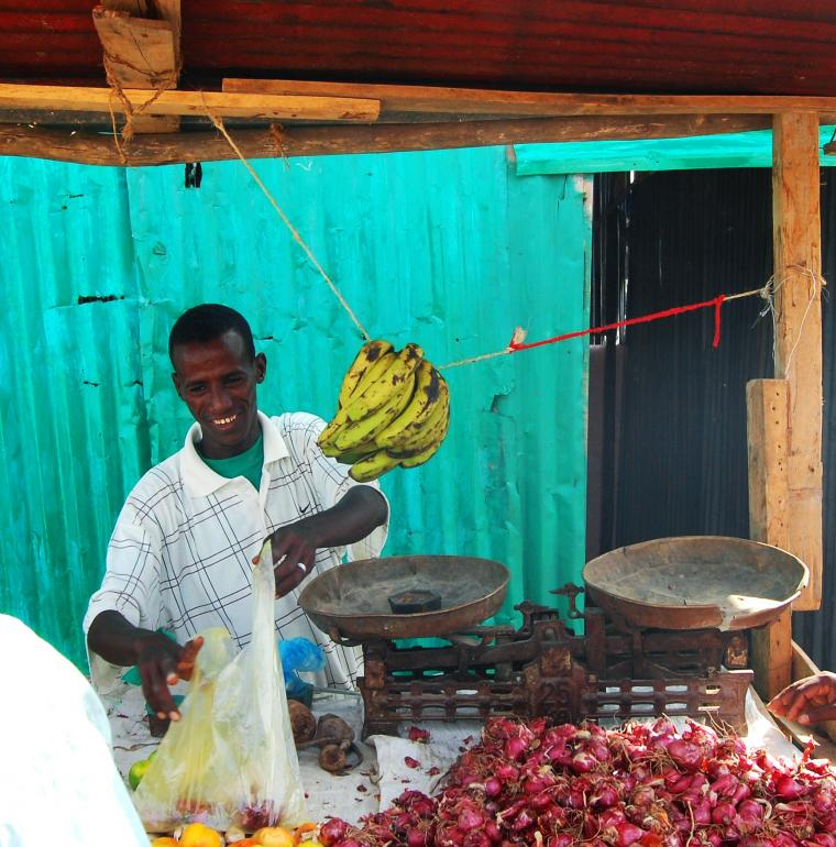 Fruit and vegetable seller in Djibouti
