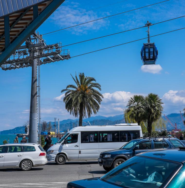 Ville de Batoumi en Géorgie  transport métrocable voitures