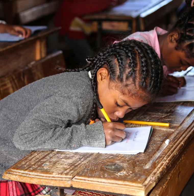Madagascar fille école classe éducation