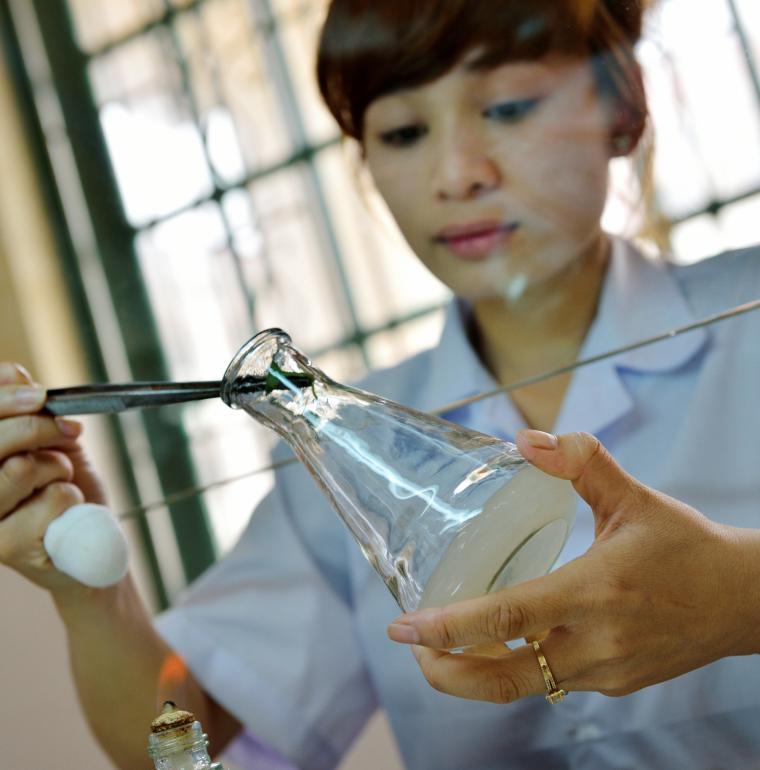 Vietnam formation femme laboratoire