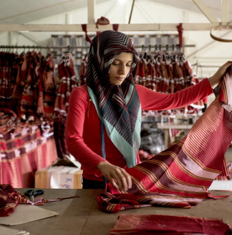 Femme travaillant dans une usine de textile, Trabzon, Turquie