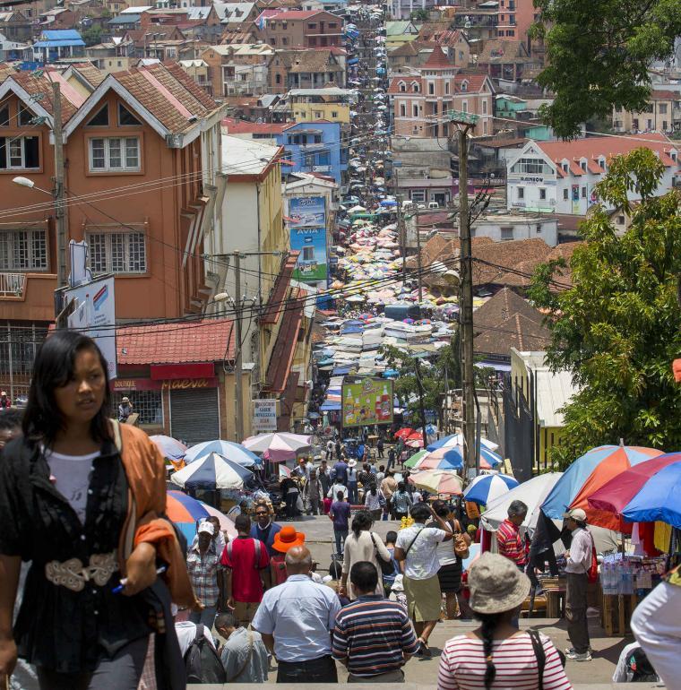 À Tananarive, sur l'île de Madagascar, le fameux escalier Ambondrona au centre ville.