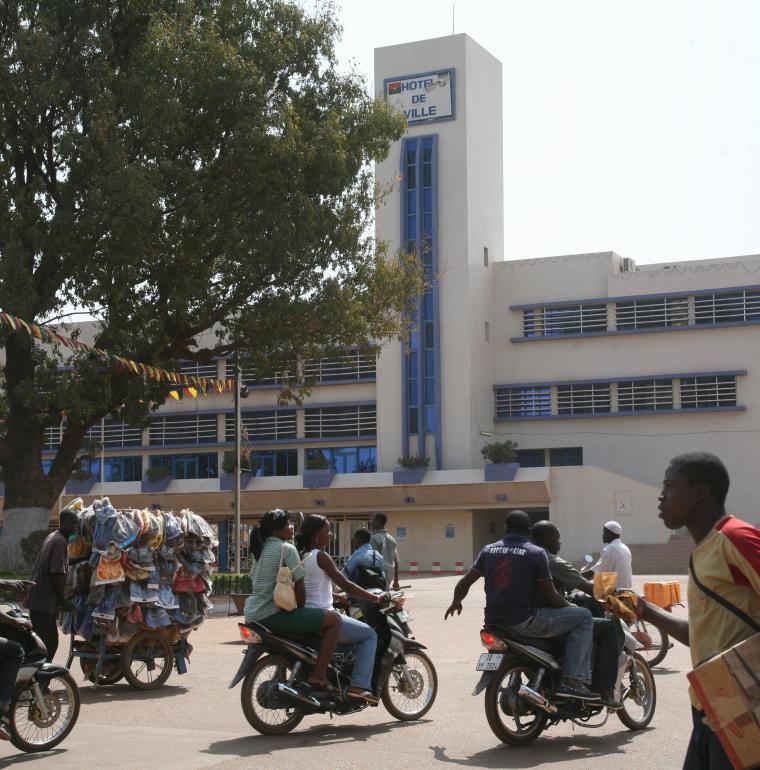 paysage urbain, motos, hôtel de ville, Burkina Faso