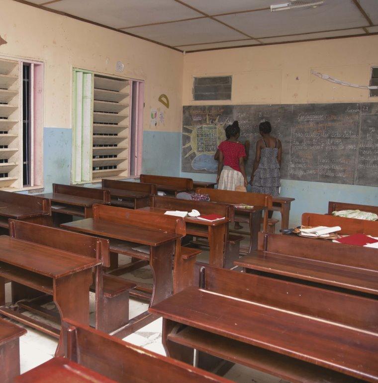 éducation, classe, jeunes filles, Gabon