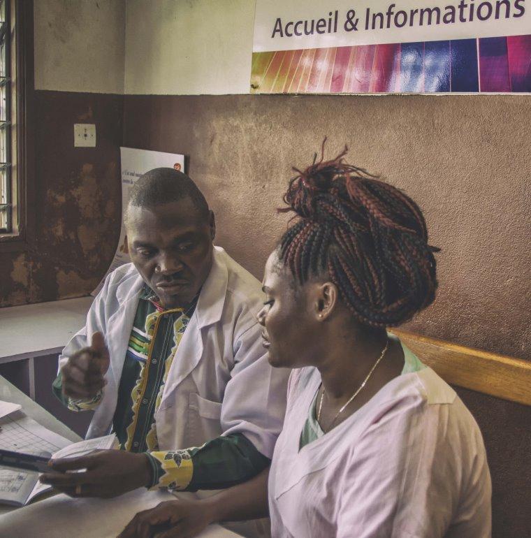 médecins, homme, femme, santé, Gabon