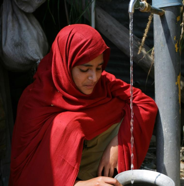 woman, water access, Pakistan, woman, Pirozzi