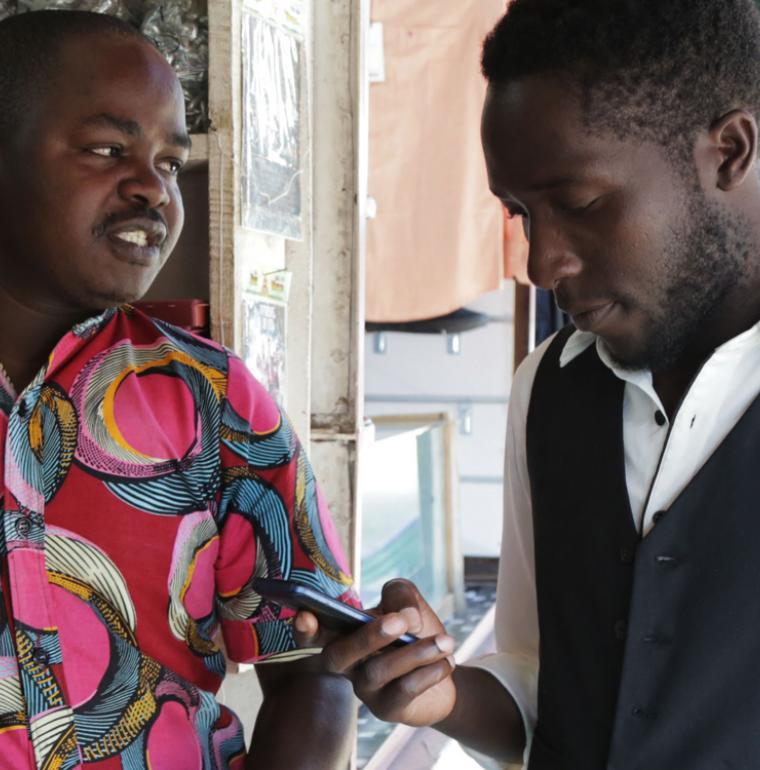 jeune, téléphone portable, Afrique, numérique, projet JUMO