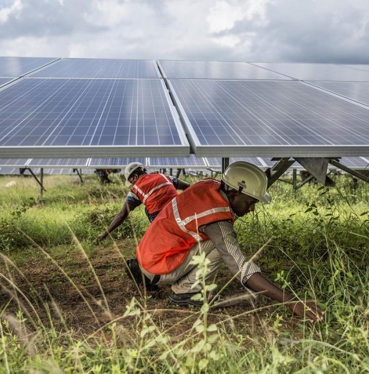 panneau solaire travailleurs inde énergie climat asie