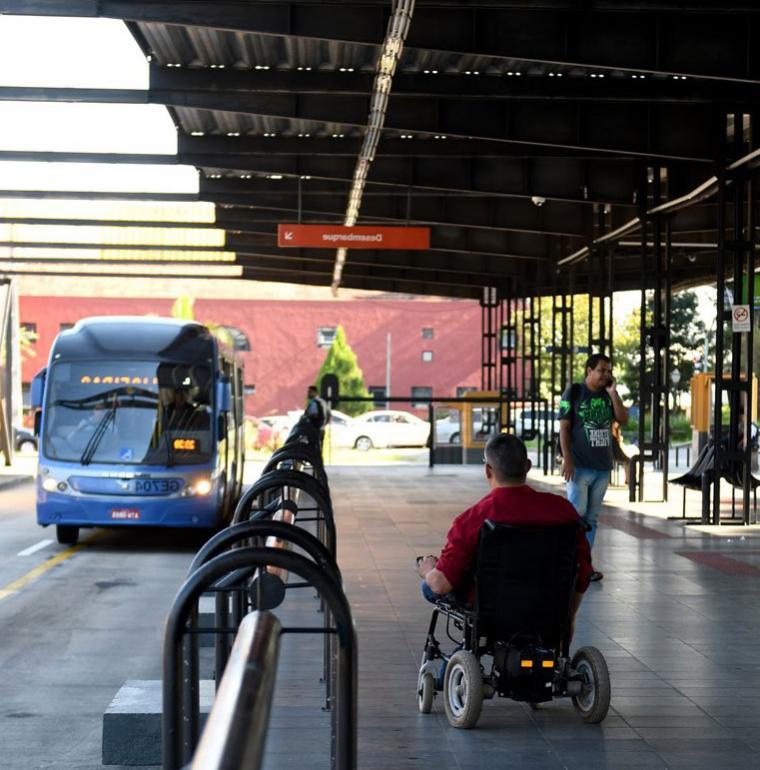 handicap, ligne de bus, Curitiba, transport inclusif, Brésil