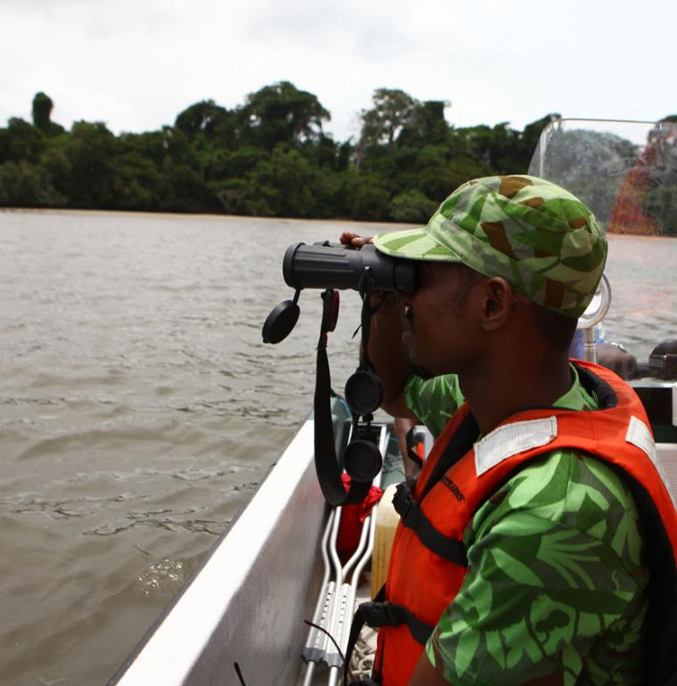 éco garde dans l'Arc d'Emeraude à Libreville, Gabon, biodiversité
