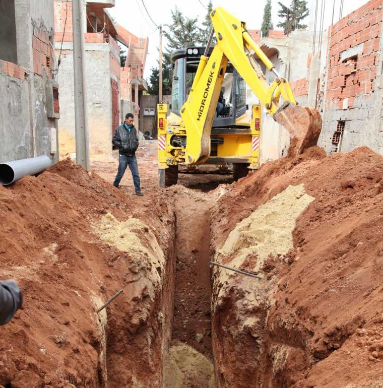 Tunisie travaux eau assainissement rue ville