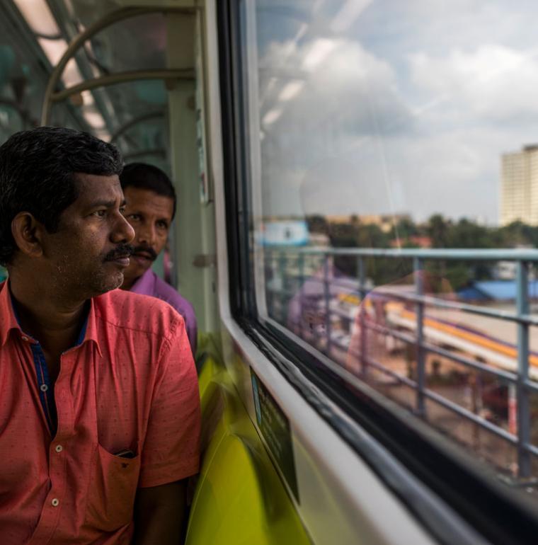 homme, métro de Kochi, Inde, transport
