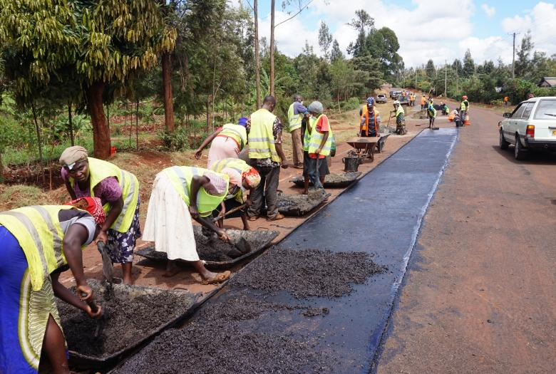 Rehabilitation of rural roads to open up agricultural areas - Picture