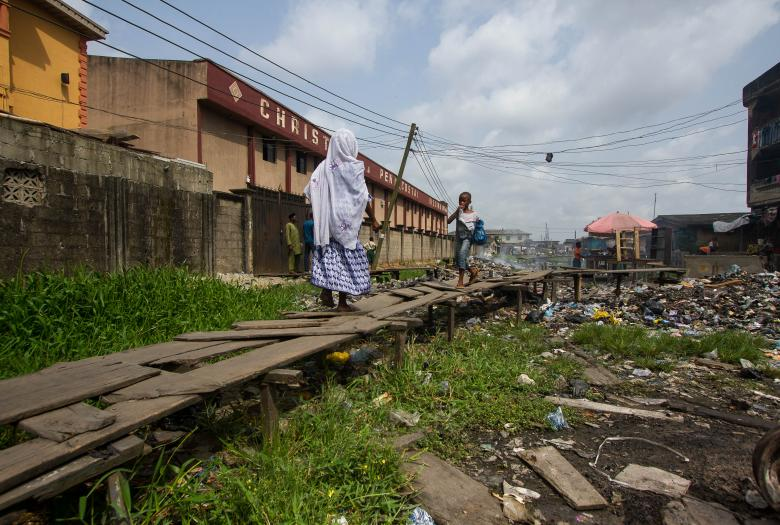 train, Nigeria, decaying infrastructure