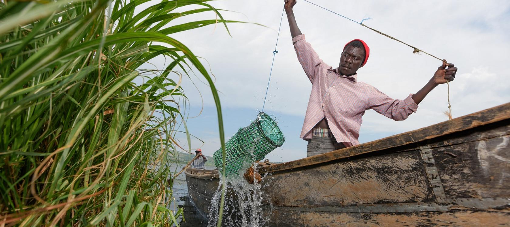 Ugandan fisherman on Lake Victoria - Jjumba Martin for AFD