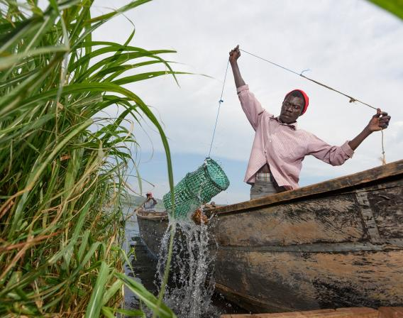 Ugandan fisherman on Lake Victoria - Jjumba Martin for AFD