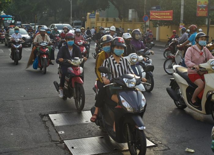 Morning rush hour traffic in Ho Chi Minh City (Vietnam) © Morgan Ommer / NOI Pictures / AFD
