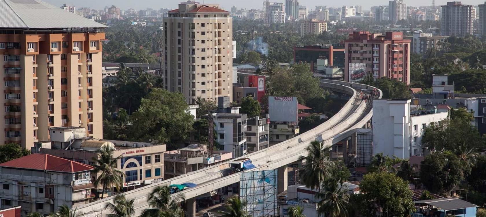 Travaux sur le carrefour de Edappally, Inde